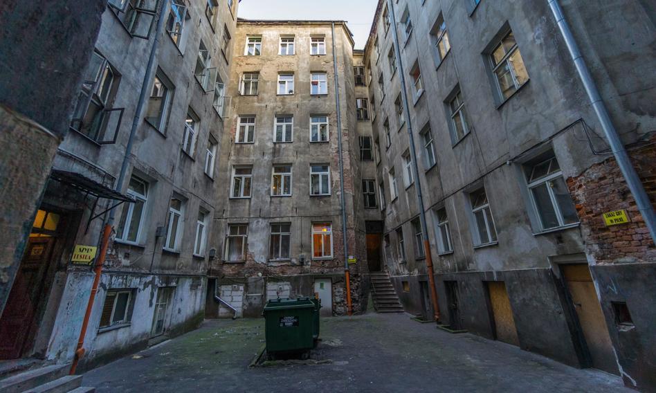 GUS: Milion mieszkań w Polsce bez toalety i łazienki