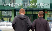 Polscy bezrobotni, słaby Play, wahania bitcoina i kłopoty spółek Skarbu Państwa [Wykresy tygodnia]