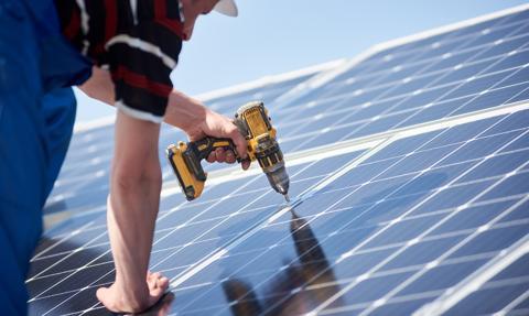 Onde ma umowę o wartości 125,73 mln zł netto na wykonanie robót budowlanych dla elektrowni fotowoltaicznej