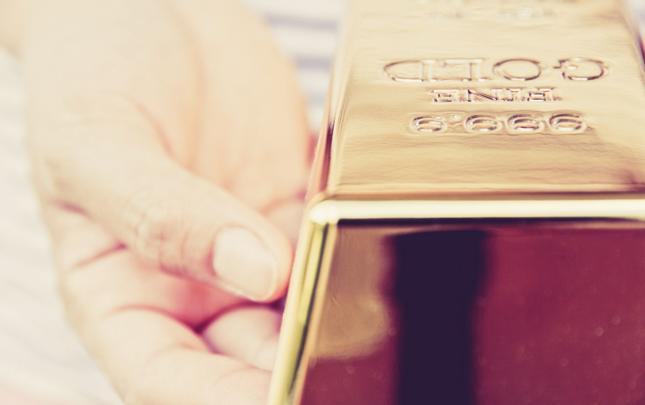Polacy coraz chętniej kupują złoto