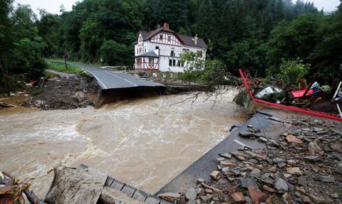 Niemcy przeznaczą na odbudowę zalanych terenów co najmniej dziesięć miliardów euro