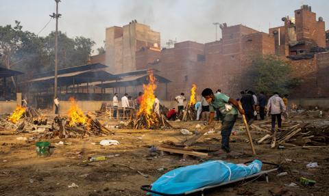 Tragiczna sytuacja epidemiczna w Indiach. Kanada zakazuje lotów z tego kraju