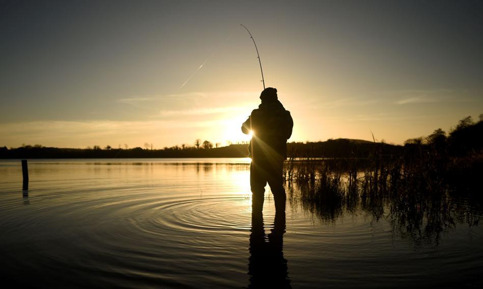 Na Węgrzech zaszczepieni wędkarze mogą łowić po godzinie policyjnej