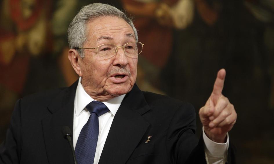 Raul Castro przekazuje władzę w partii młodszemu pokoleniu