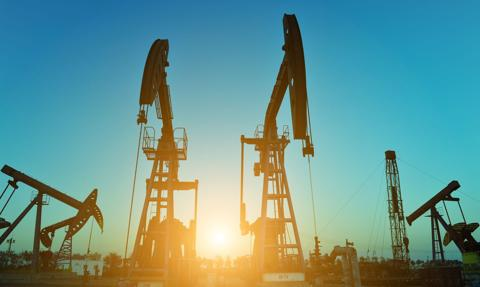 Ropa w górę - nadzieje na bodziec fiskalny w USA