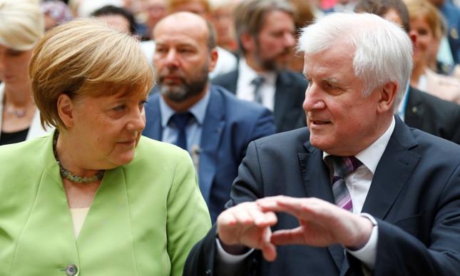 Kanclerz Niemiec Angela Merkel oraz minister spraw wewnętrznych Horst Seehofer.