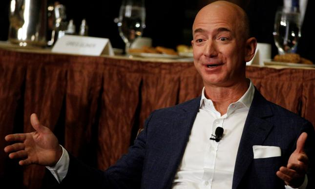 Jeff Bezos, jeden z najbogatszych ludzi świata. Wartość jego majątku zależy głównie od giełdowej wyceny Amazona