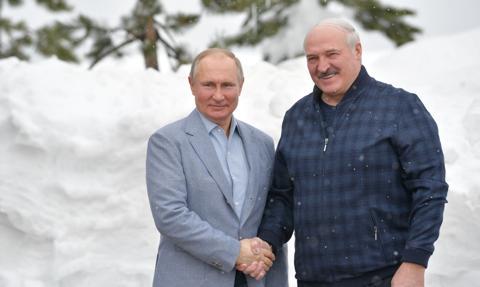 Putin: Rosja przekazała Białorusi technologię produkcji szczepionki na Covid-19