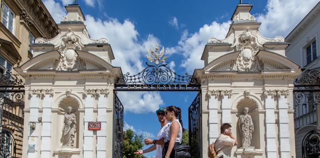 Uniwersytet Warszawski najlepszą polską uczelnią w XVII Rankingu Szkół Wyższych Perspektywy 2016