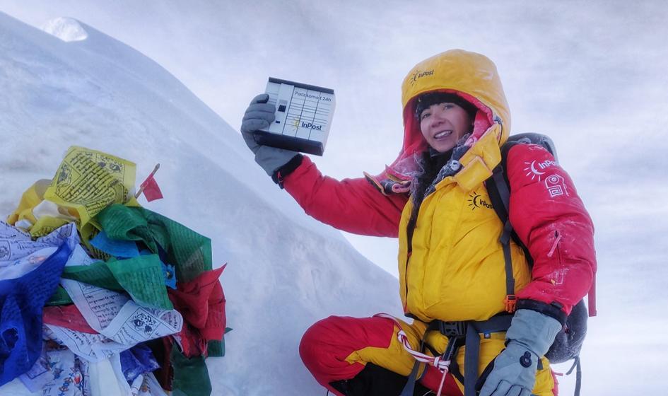 Himalaistka wnosi paczkomaty na ośmiotysięczniki