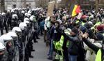"""Protesty """"żółtych kamizelek"""". Ponad sto osób zatrzymano w Paryżu"""
