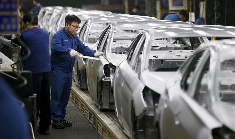 Ekspert: Brak dostępności chipów skłania firmy automotive do redukcji zatrudnienia