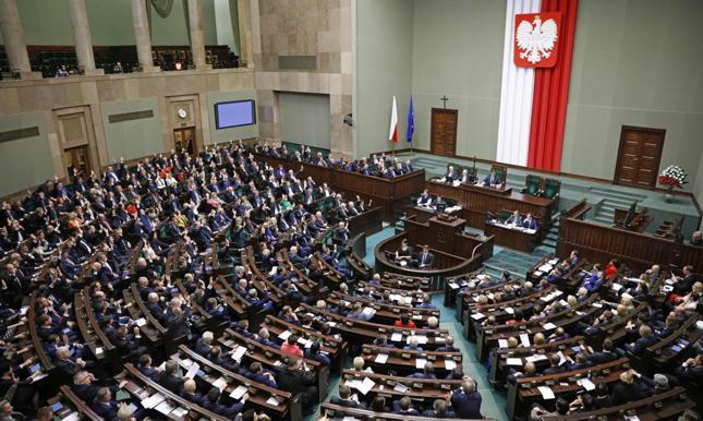 Kukiz'15 chce równego opodatkowania pensji parlamentarzystów i obywateli