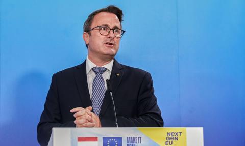 Premier Luksemburga zakażony. Na szczycie UE miał styczność z Angelą Merkel