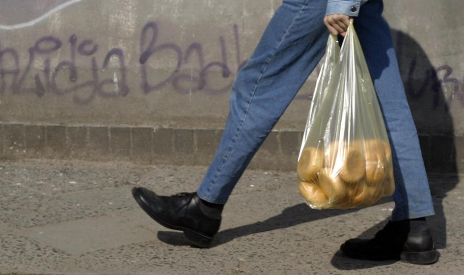 266 mln zł zamiast 1,2 mld zł. Tyle budżet państwa zarobił na foliówkach