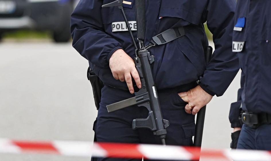 Atak na przedmieściach Paryża. Sprawca odciął głowę nauczycielowi