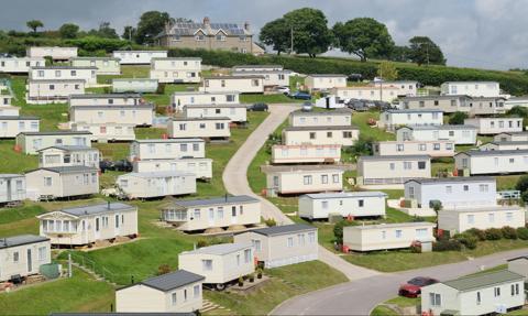 Trudne warunki mieszkaniowe w USA, czyli jak Warren Buffett zarabia na wynajmie domów mobilnych ubogim Amerykanom
