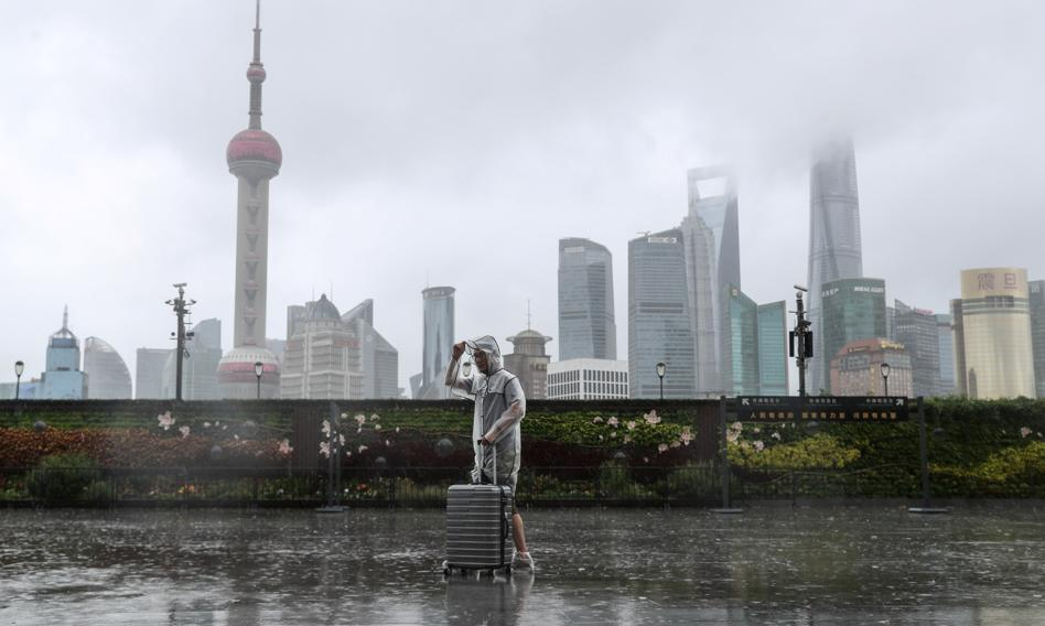 Tajfun In-fa uderzył w pobliżu Szanghaju, odwołano loty i kursowanie pociągów
