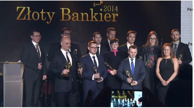 """Przedstawiciele nagrodzonych banków wraz z organizatorami Gali """"Złoty Bankier 2014"""""""