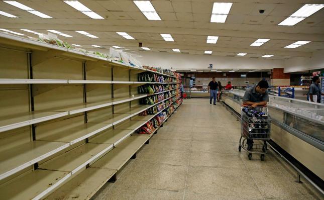 Puste półki w sklepach w Caracas, Wenezuela