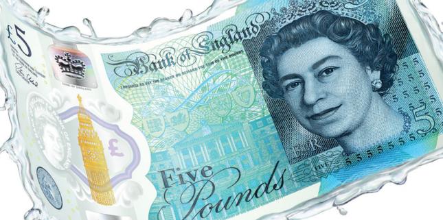 Nowe banknoty pięciofuntowe zawierają substancje odzwierzęce