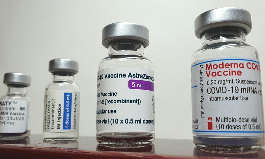Szef MZ: Czekamy na rekomendację Europejskiej Agencji Leków ws. podawania trzeciej dawki szczepionki