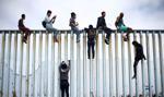 Trump: Żołnierze nie będą strzelać na granicy z Meksykiem