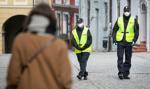 Policja wystawiła ponad 13 tys. mandatów za chodzenie bez maseczki