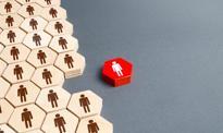 Na śmieciówce strach o pracę. Widmo czwartej fali koronawirusa nie uspokaja nastrojów