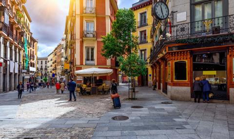 Rząd nakazał władzom regionu Madrytu ogłoszenie izolacji w 10 miastach