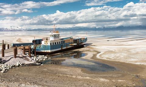 Znika jedno z największych słonych jezior świata