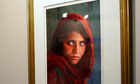 """Afganka z okładki """"National Geographic"""" aresztowana w Pakistanie"""