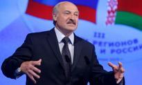 """Białorusini pracują nago – tak """"zalecił"""" im prezydent Łukaszenka"""