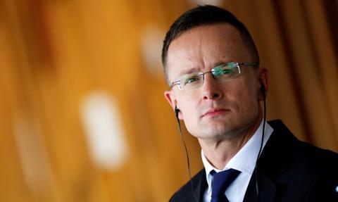Szijjarto: Nowy pakt migracyjny UE chce zarządzać nielegalną migracją