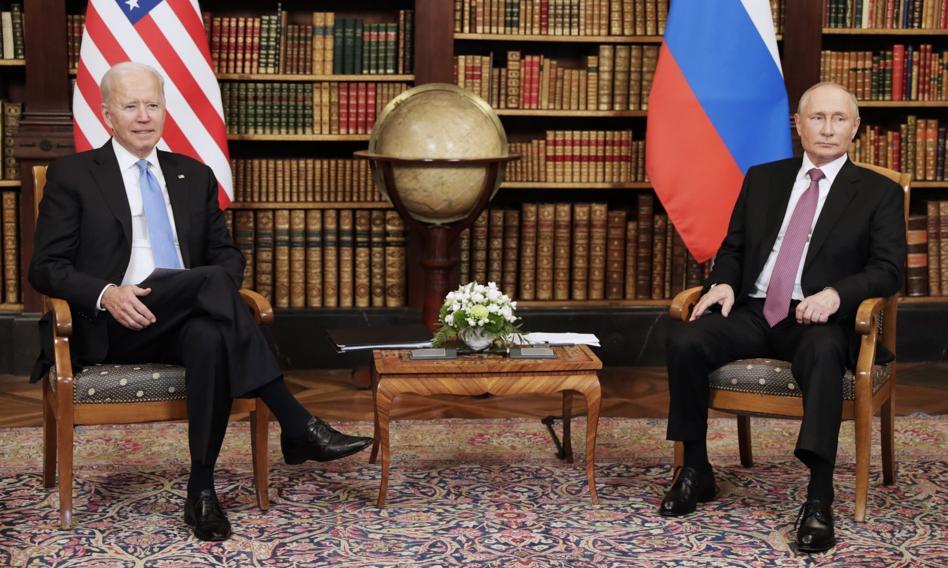 Politico: Przed szczytem w Genewie Biały Dom wstrzymał pakiet pomocy wojskowej dla Ukrainy