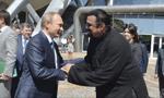 Putin wręczył na Kremlu rosyjski paszport Seagalowi