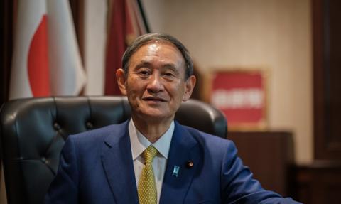 Japońscy posłowie bawili się w klubach nocnych mimo pandemii; premier przeprasza