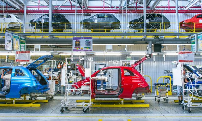 Tyska fabryka FCA wznawia produkcję samochodów