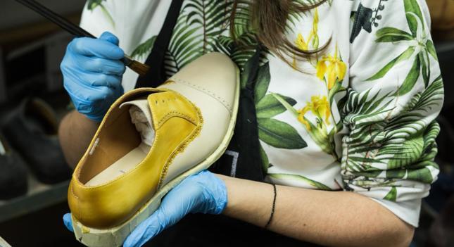 Pomysł na biznes bez wychodzenia z domu - renowacja obuwia