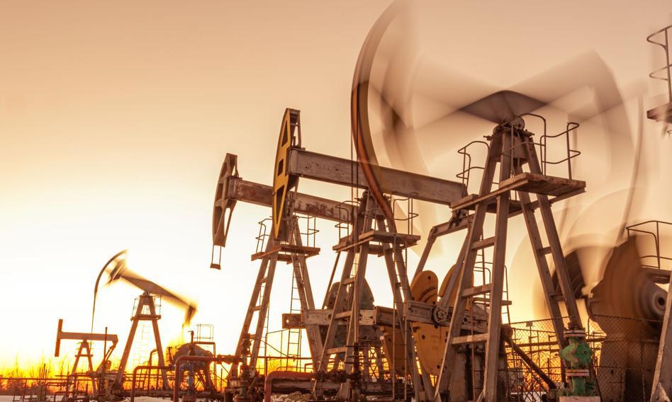 Cena ropy rośnie, zapasy w USA poszły w dół