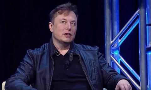 Elon Musk chciał sprzedać Teslę Apple'owi