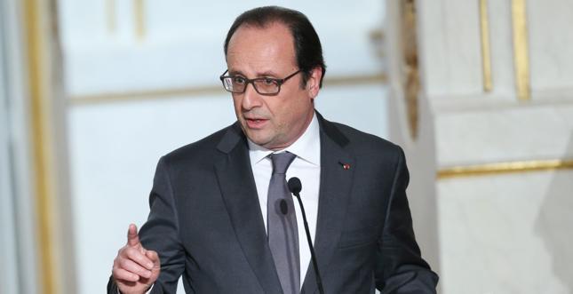 Hollande wycofuje się z pomysłu odbierania terrorystom obywatelstwa