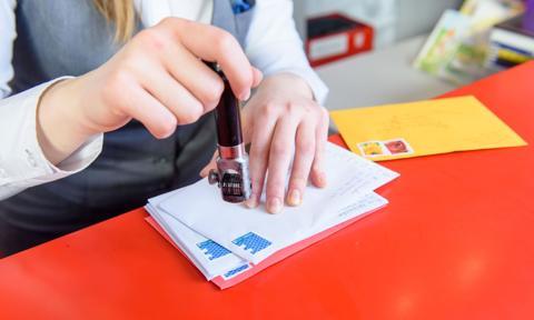 Poczta Polska rezygnuje z opłat znaczkami pocztowymi