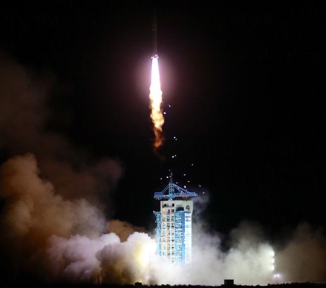 Chińska satelita do łączności kwantowej od dziś na orbicie