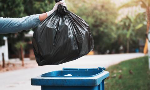 Opłaty za śmieci zależne od wody. Rząd za określeniem maksymalnej stawki