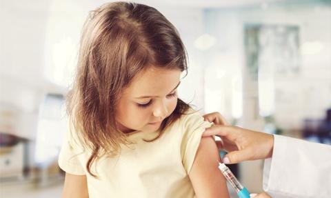 Prof. Kuchar: Do powstrzymania pandemii trzeba zaszczepić co najmniej 70 proc. społeczeństwa