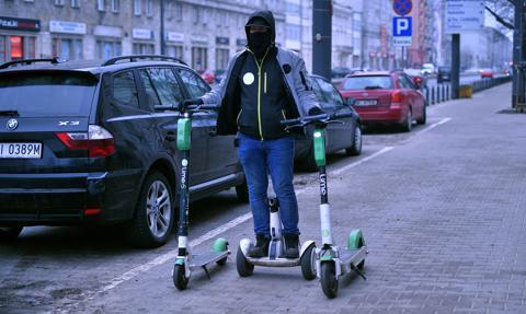 Hulajnogi elektryczne wjeżdżają na ścieżki rowerowe - z ograniczeniem prędkości i limitem wieku