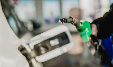 Ceny paliw: w hurcie taniej, w detalu jeszcze nie