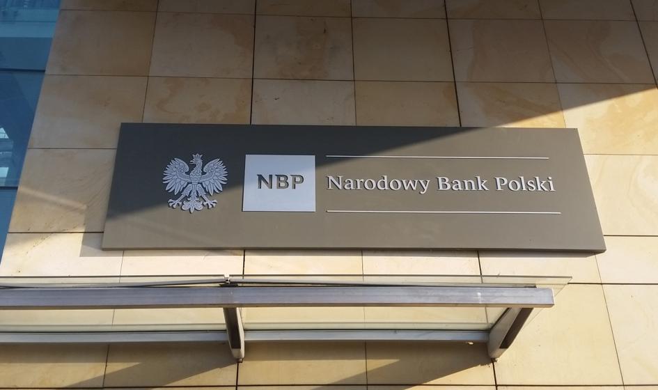 NBP planuje w kwietniu jeden lub dwa przetargi skupu obligacji