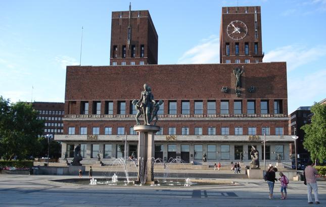 """""""Ratusz w Oslo przez wielu mieszkańców miasta uważany jest za jeden z najbrzydszych budynków w stolicy"""""""